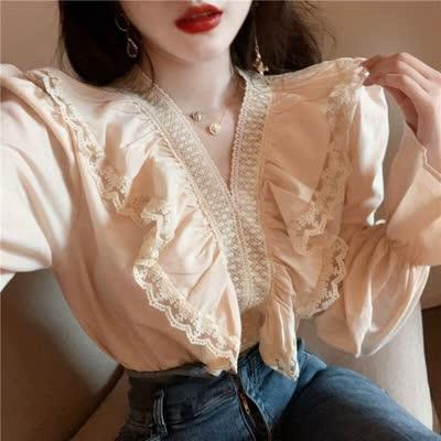 春装 复古V领木耳边蕾丝拼接减龄喇叭袖百搭纯色长袖衬衫