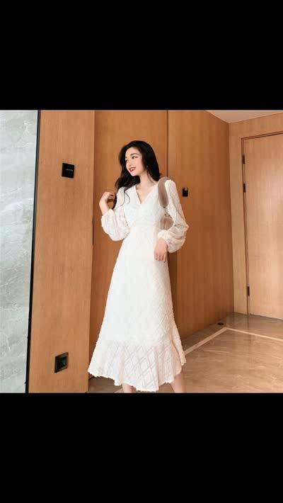 网红同款韩版V领系带褶皱流苏蕾丝泡泡袖荷叶边大裙摆连衣裙