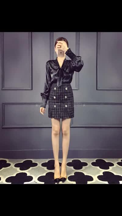 【欧美外贸】专柜最新款,专柜同步洗水唛,进口绸缎蝴蝶结上衣+粗花呢包臀裙套装 黑