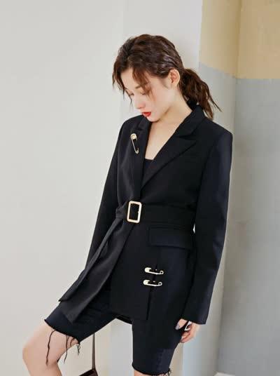 2020春款时尚法式设计感显瘦一粒扣气质小西服
