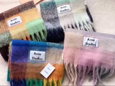 开播福利AC梦幻围巾40%羊毛,秒杀市场一切品质。彩虹格子大围巾流苏羊绒披肩
