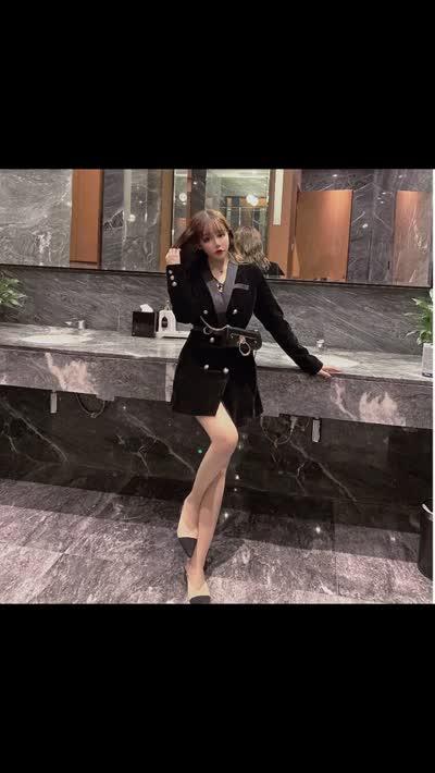 实拍实价2019新款女时尚气质洋气显瘦网红小香风金丝绒西装连衣裙+皮包