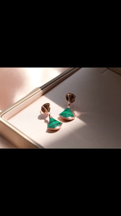 "v金扇形耳坠贝母v金材质+莫桑钻高品质不掉色凸显""风姿、雍容、孕育""的女性之美"