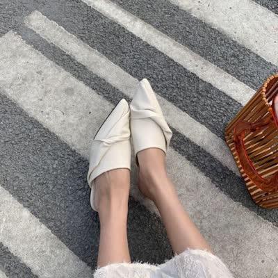 设计扭结尖头半拖鞋